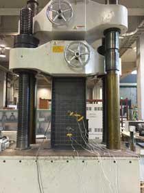 H型短柱の局部座屈実験載荷状況