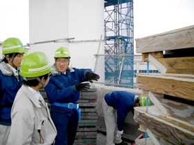 横浜本牧の鋼床版橋建設現場