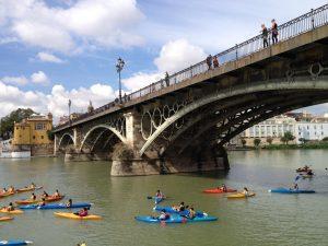 イサベル2世橋(Puente de IsabelⅡ)は1852年建設、鋳鉄製上路アーチ