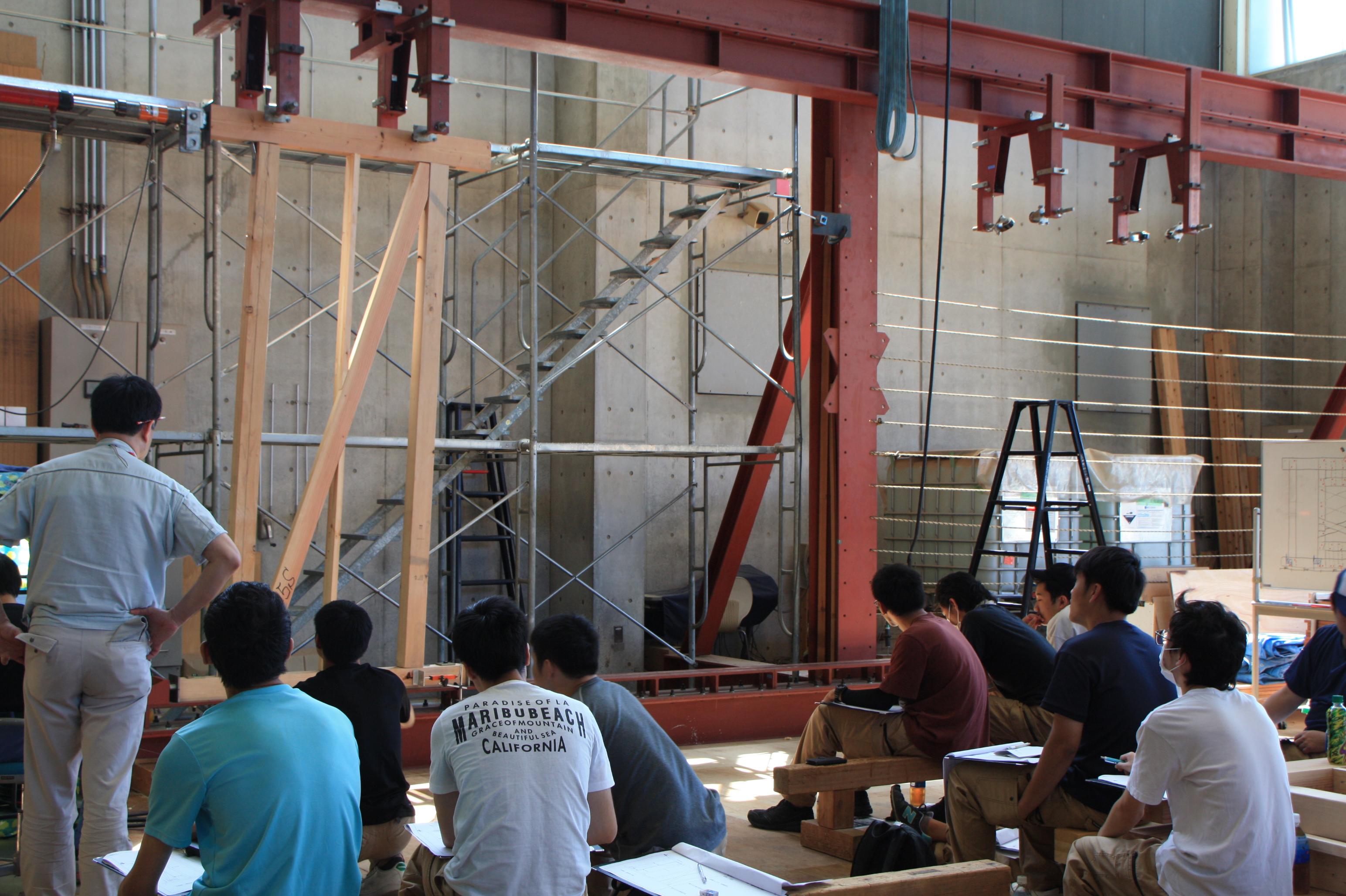 埼玉県立熊谷高等技術専門校が木造強度実験を実施